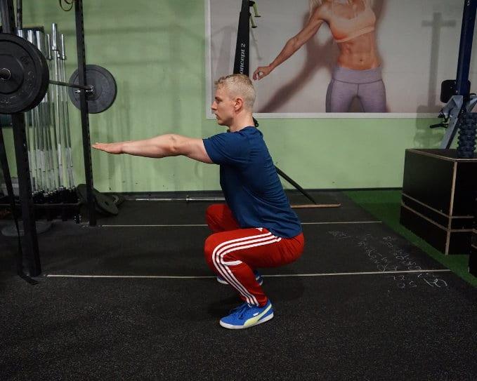 bodyweight calisthenics squat