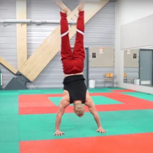 handstand walk side