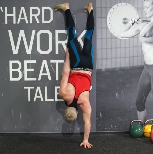 handstand shoulder taps