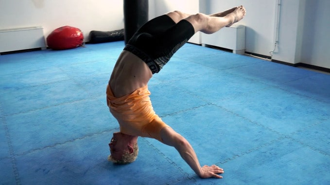 hollowback headstand