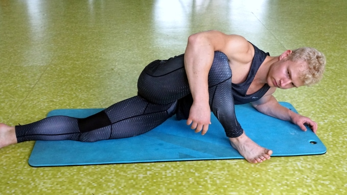 prone glute stretch