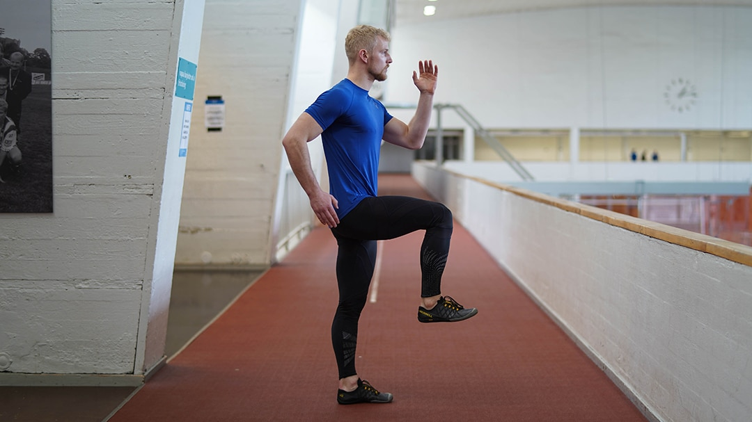 explosive front leg raise athlete exercise
